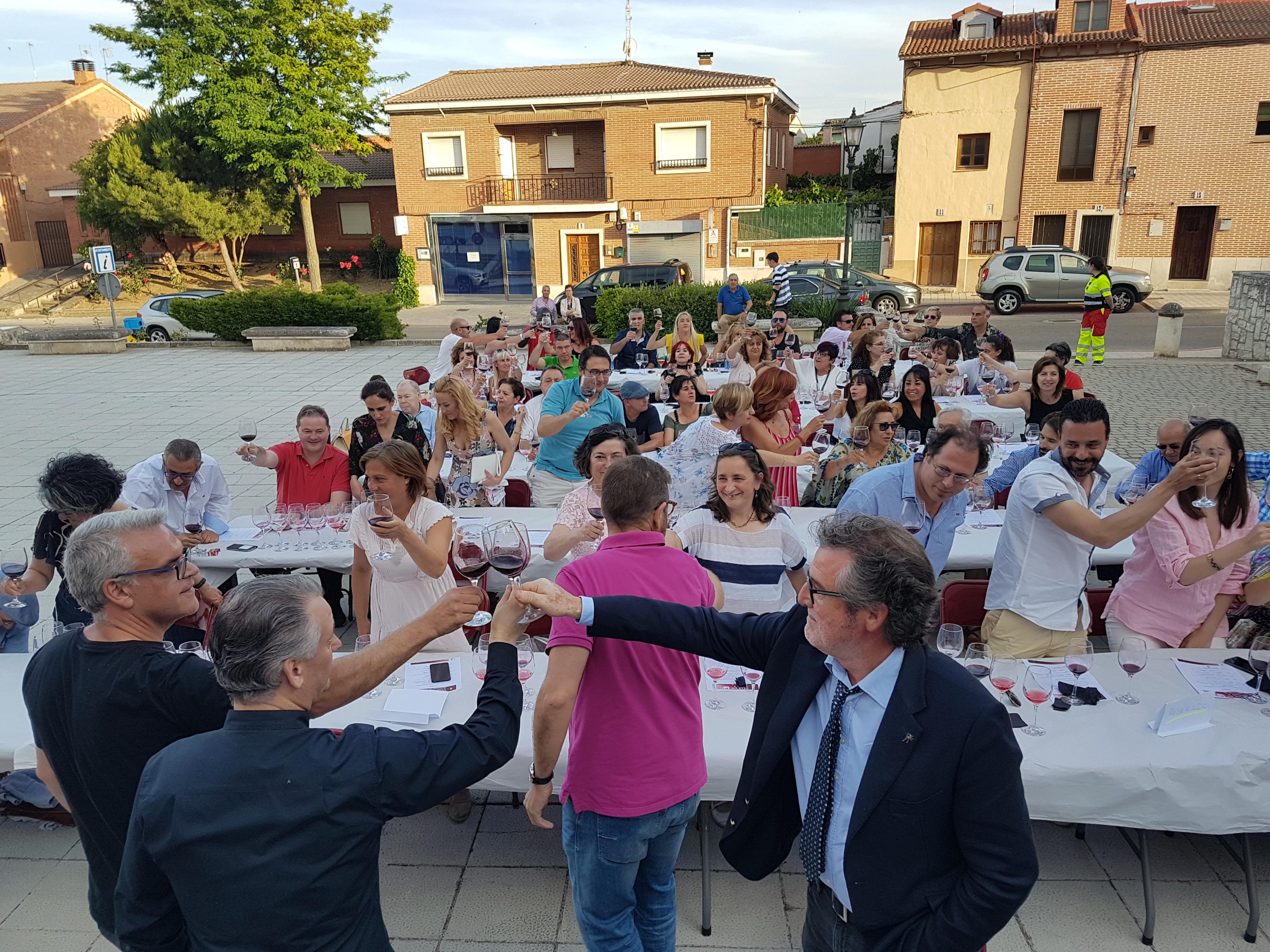 Gran ambiente en la cata musicalizada de Fuensaldaña homenaje a Pascual Herrera